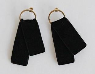 Gold circle velvet earring