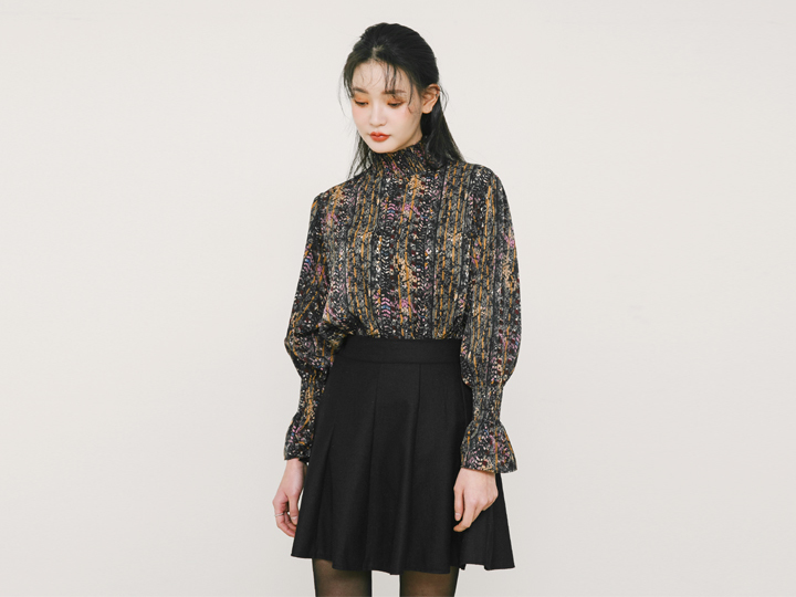 [TOP] SHIRRING POINT BLOUSE