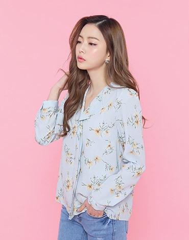Simple flower blouse