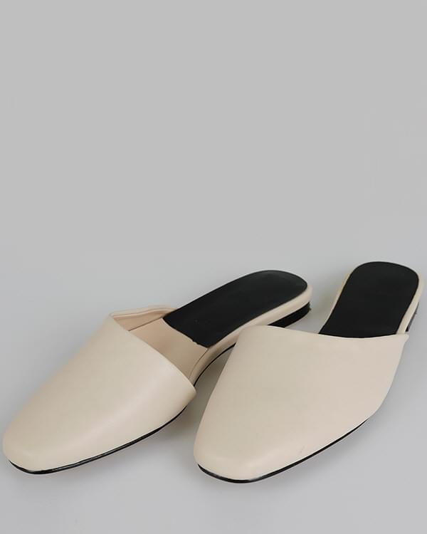 Round Mule Sandals