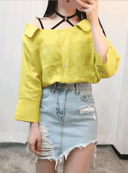 Linen color shoulder blouse