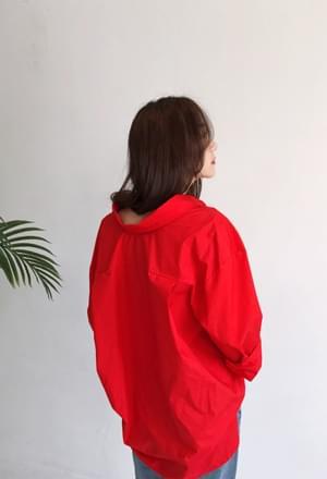 Oversize red collar shirt