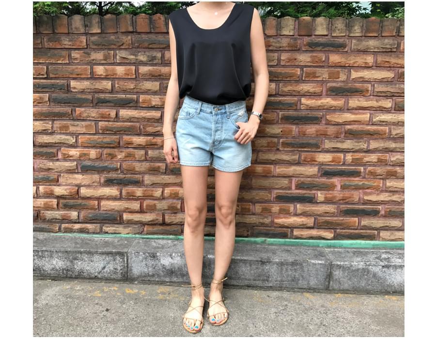 Sister satin sleeveless blouse_S (size : free)