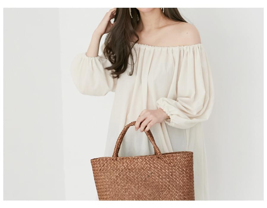 Happier off-shoulder blouse_K (size : free)