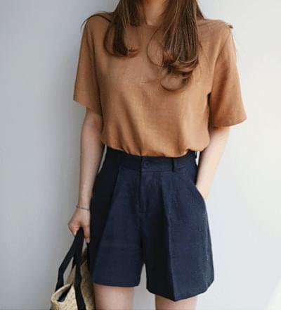 Realistic linen shorts