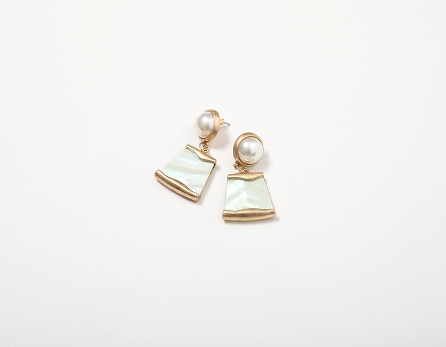 Oyster pearl earring_K (size : one)
