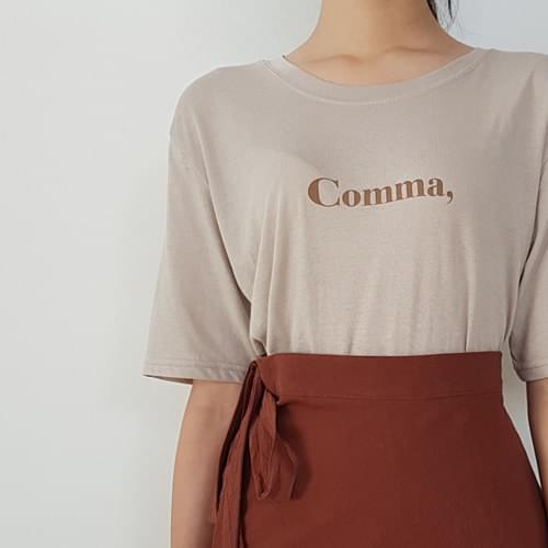 콤마 레터링 티셔츠