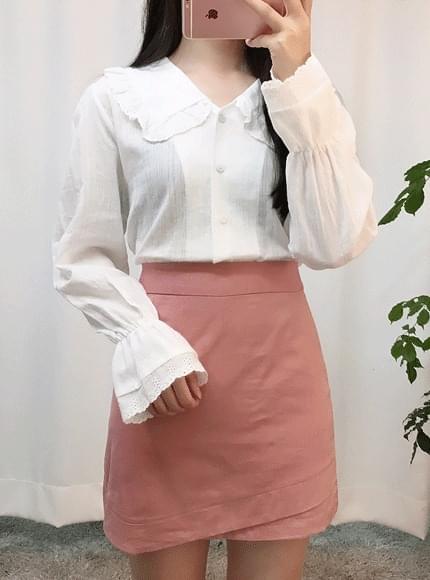 Knock-lace blouse