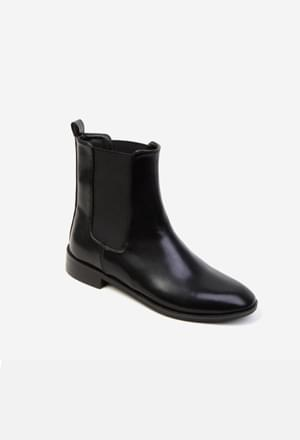 Banding ankle boots