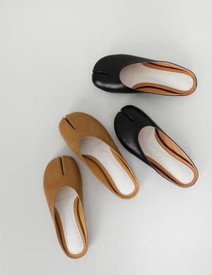 後鏤空仿皮分趾足袋鞋