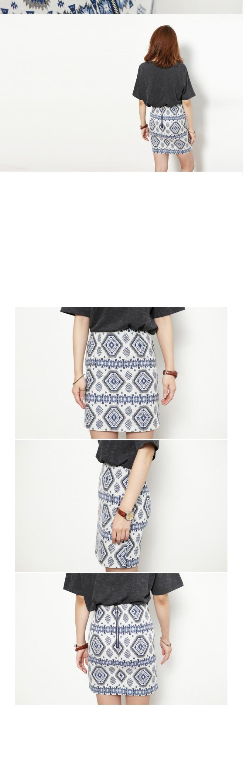 Jacquard slim mini skirt