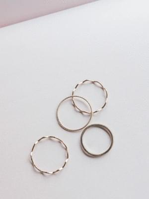 Daily Mare Ring Set