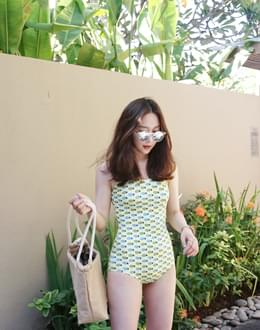Yellow pine bikini