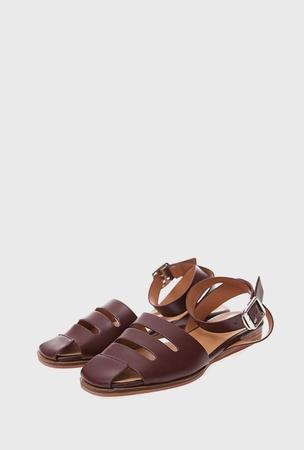 I strap sandals