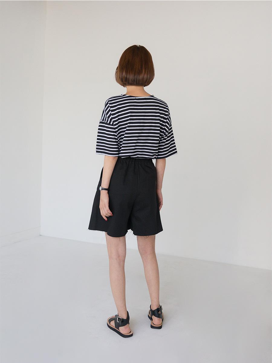 A-line natural cutting banding shorts