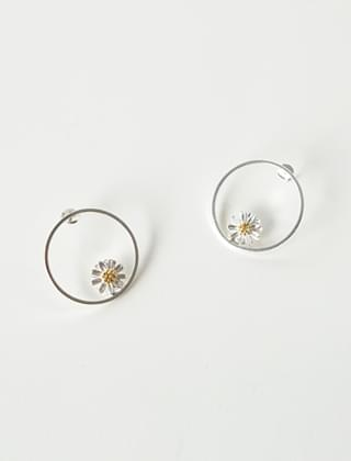 daisy objet earrings