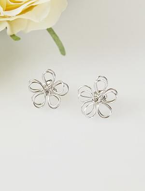 silver flower shape earring
