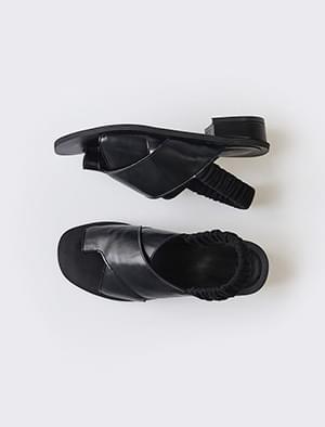 crude strap banding sandal