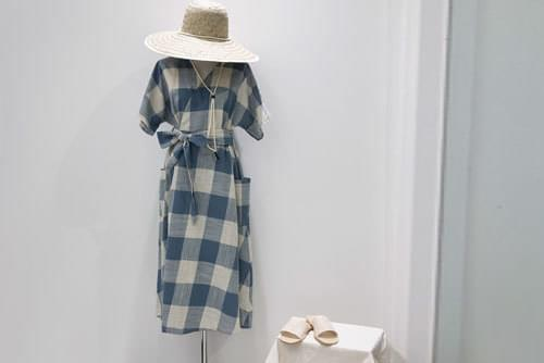 Linen loose fitting gingham check lap style dress _opsw02409