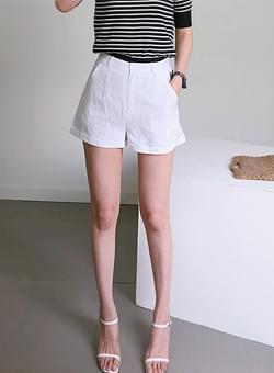 Roll-up linen shorts