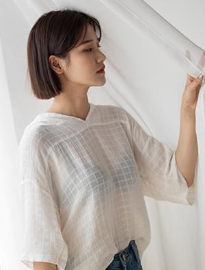 square pattern hood blouse