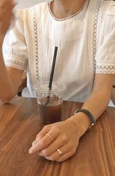 Volume sleeve lace blouse