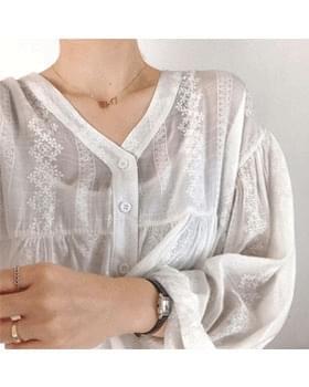 V-neck Snowflake Lace Blouse-2color