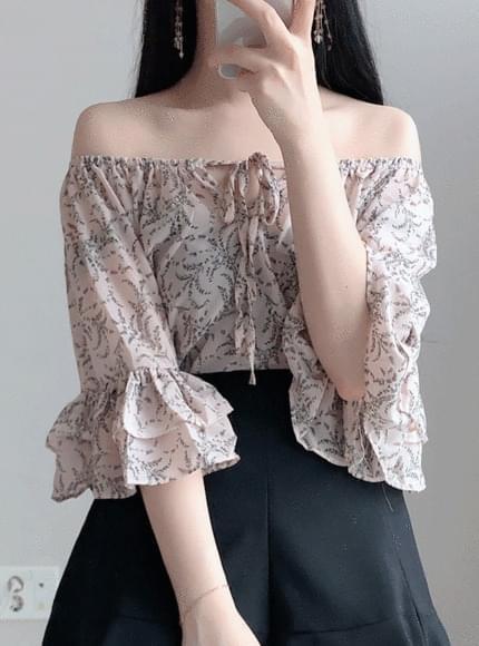 Dandelion flower shoulder bl