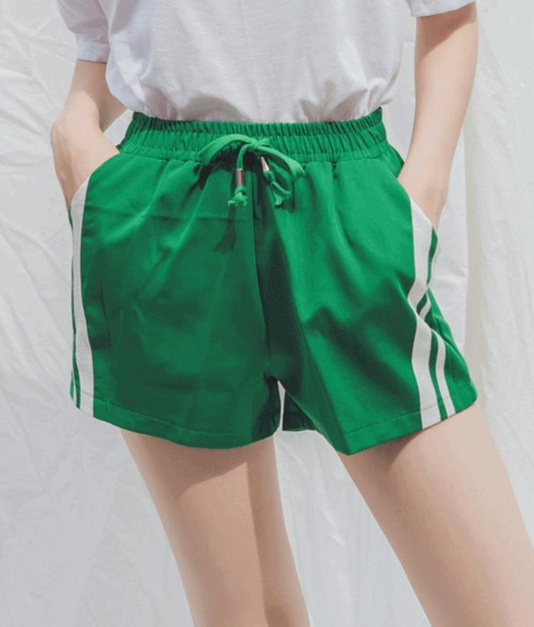 Milky two-line short pants