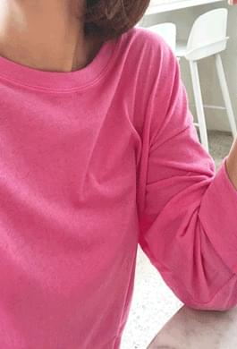 Neon high-quality long-sleeved tee containing