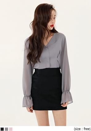 FORMAL PINTUCK SLIM V NECK BLOUSE
