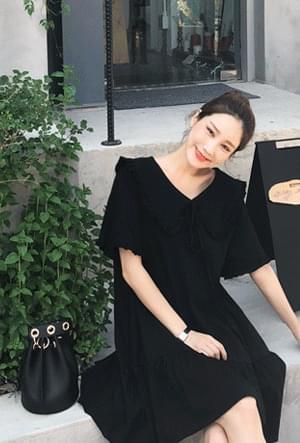 Feminine rounded collar dress