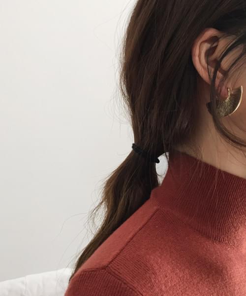 halfmoon earring