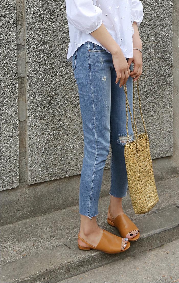 minimal straw bag