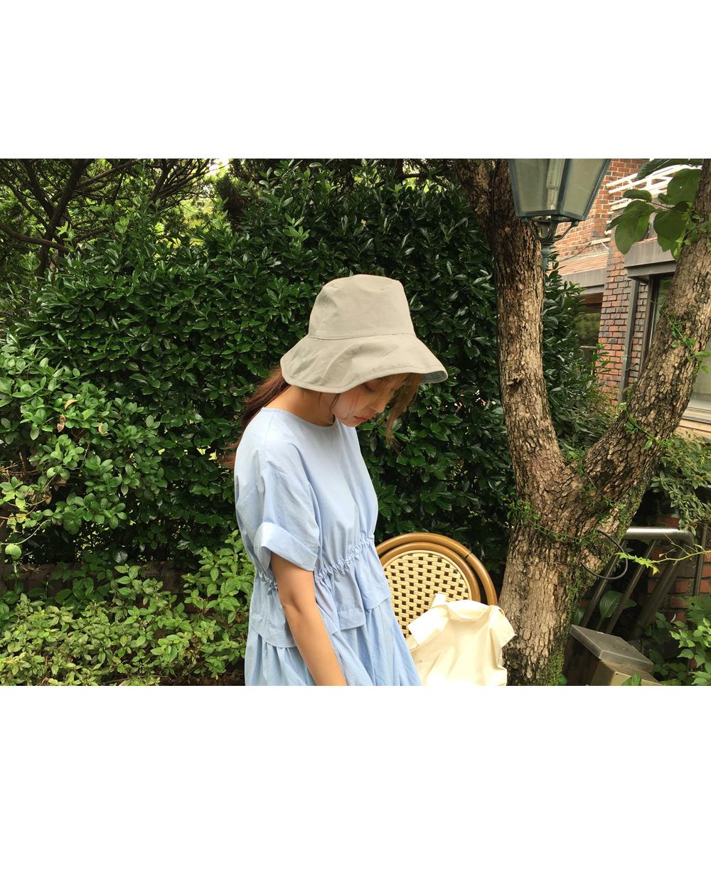 Wide cotton bucket hat