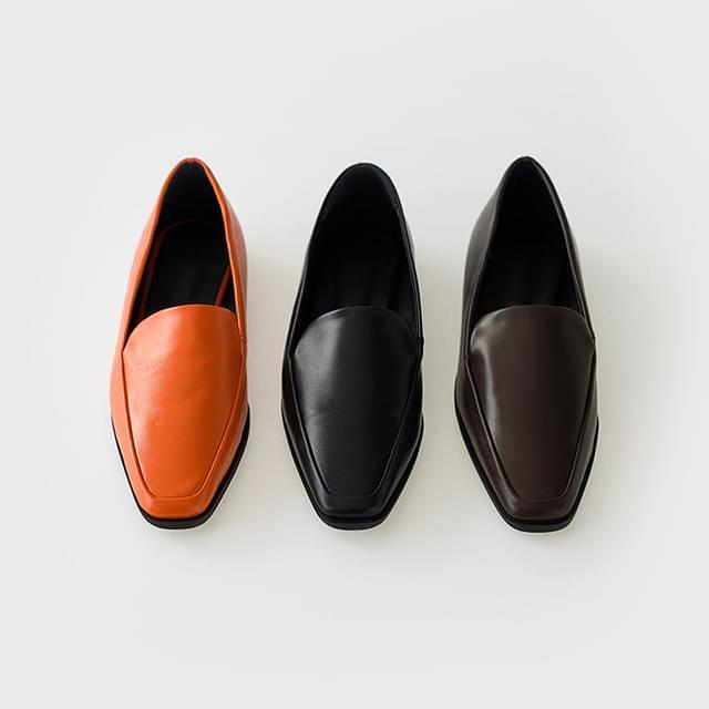 minimal slim loafer