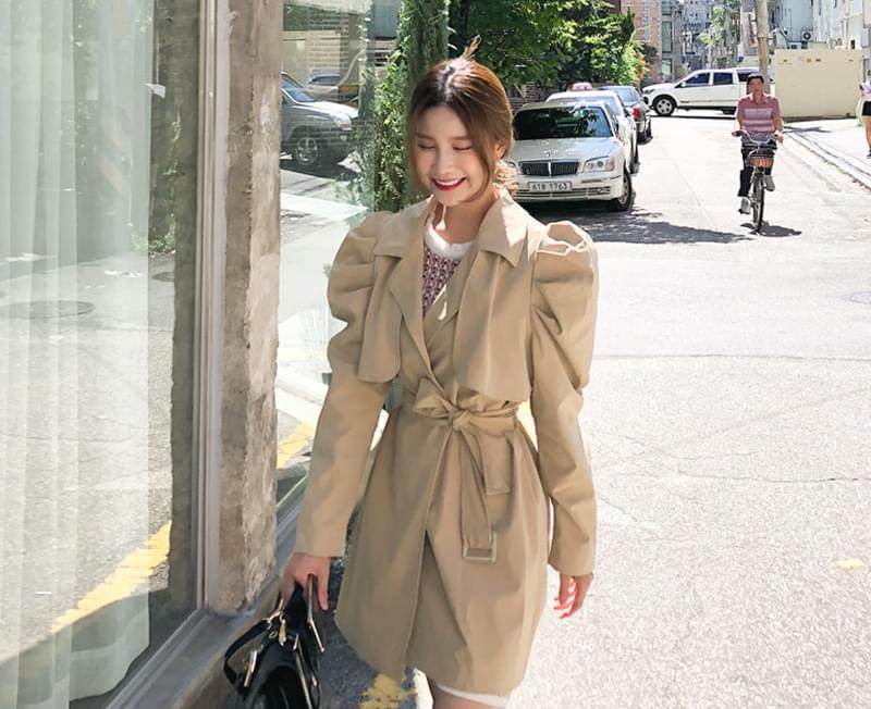 Feminine puff trench coat