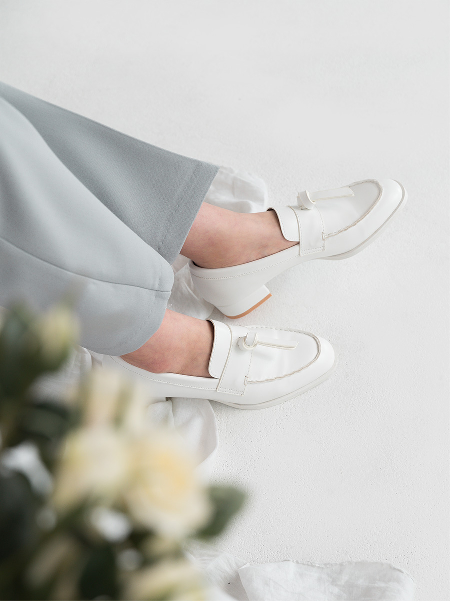 knot detail classic loafer