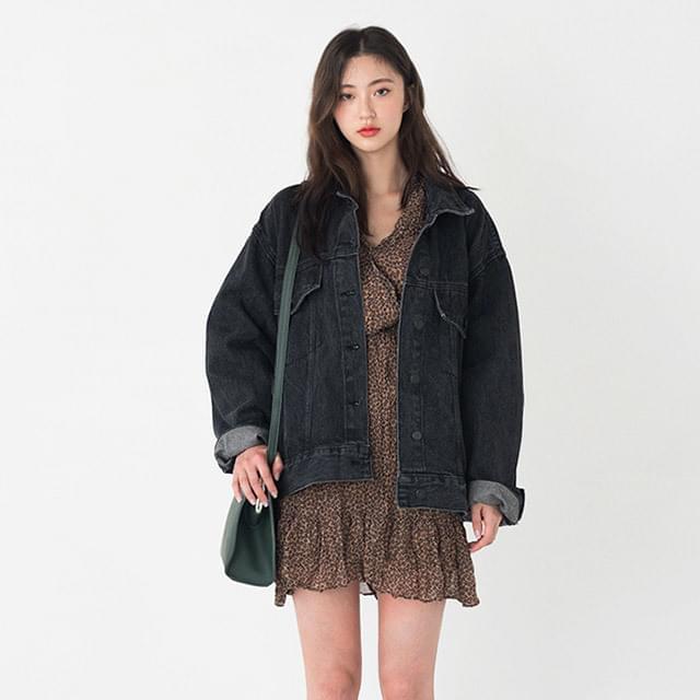 loose fit vintage denim jacket