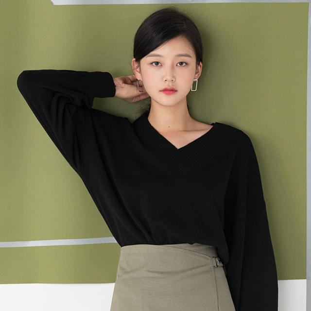 basic v-neck drop shoulder knit