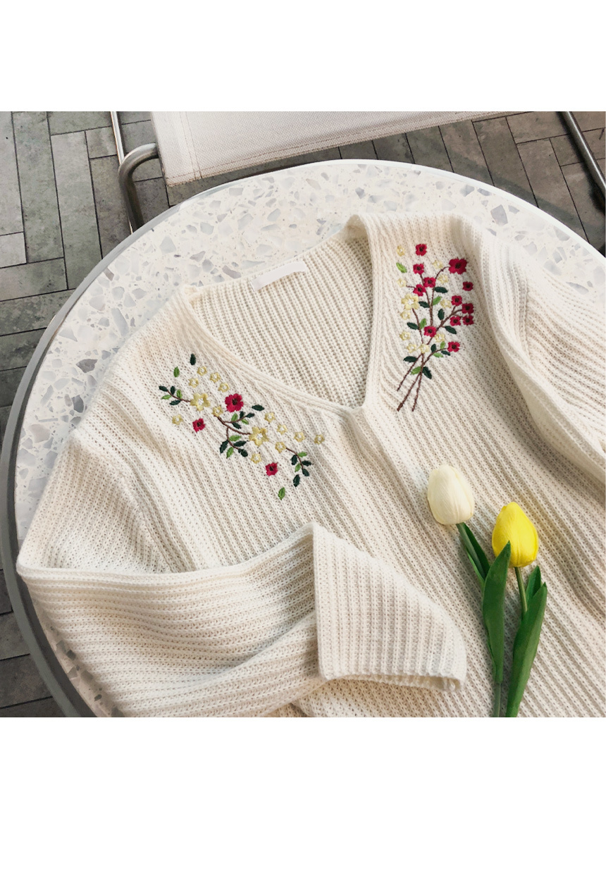 Flower embroidery line knit