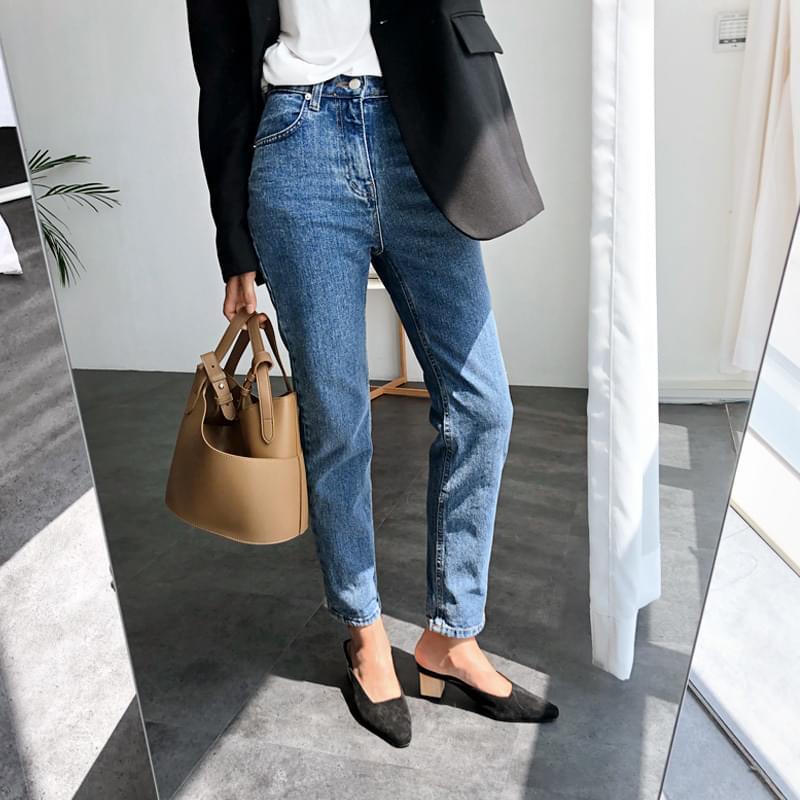 Slacking pants