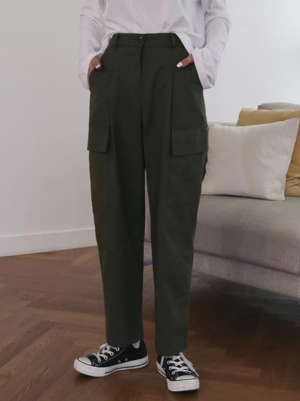 Cargo pocket wide pants