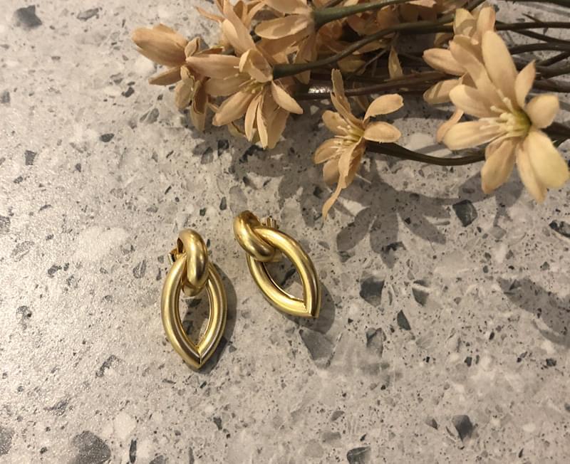 Short chain earrings