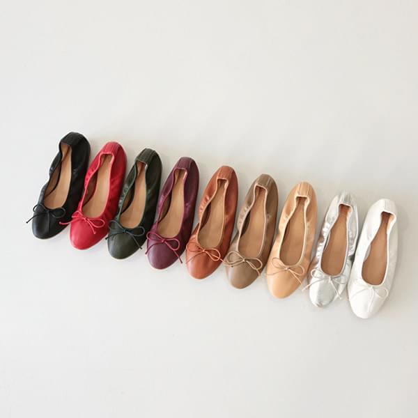 Short Ribbon Flat Shoes