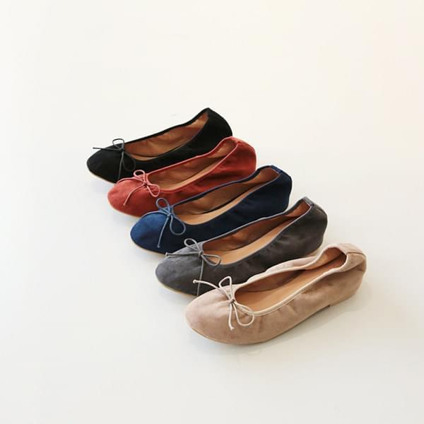 Suede bobbin ribbon flat shoes
