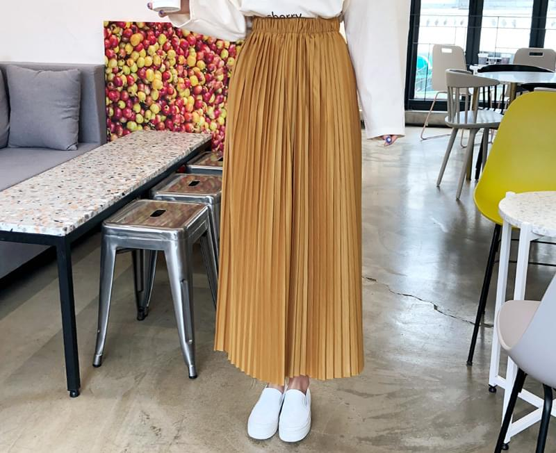 Elegant pleated skirt