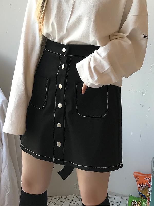 Yes button stitch skirt