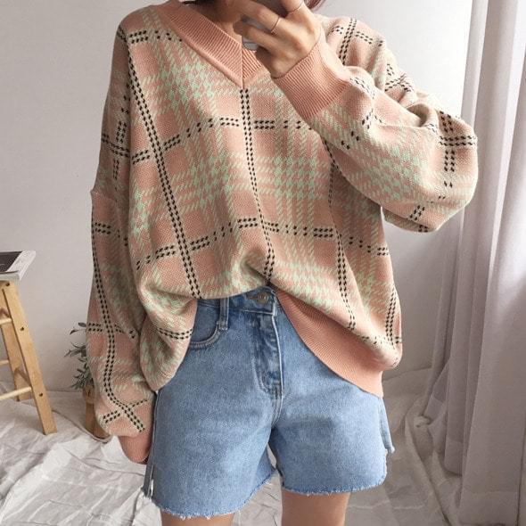 V check knit top