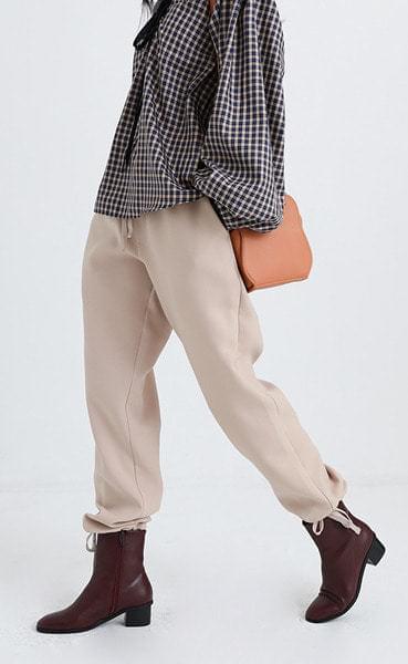 beige banding jogger pants